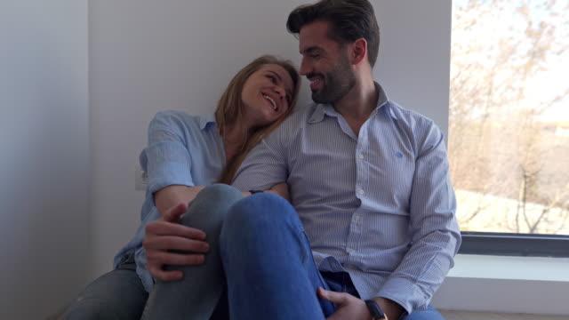 私たちは最終的に私たちの完璧な家に資金を提供することをとても幸せです ビデオ