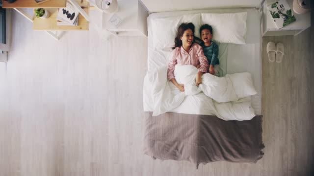 we could stay in bed all day - kołdra filmów i materiałów b-roll