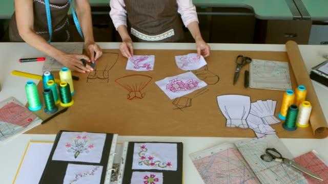 vídeos y material grabado en eventos de stock de diseñamos sueños. - bocetos de diseños de moda