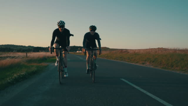 vídeos de stock e filmes b-roll de we enjoy logging miles together - duas pessoas