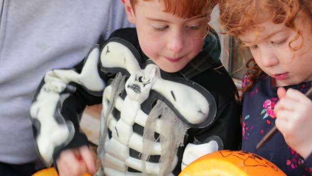 we love halloween - incisione oggetto creato dall'uomo video stock e b–roll