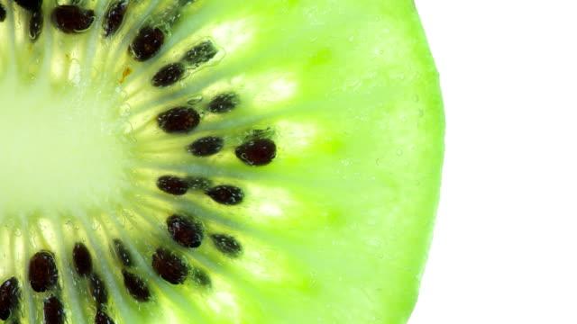 vi trycker en ljus skiva kiwi - kiwifrukt bildbanksvideor och videomaterial från bakom kulisserna
