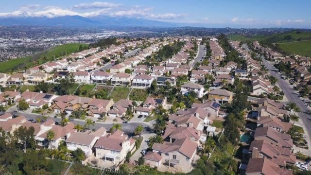 vídeos y material grabado en eventos de stock de casas ricas en alturas 04 - propiedad inmobiliaria