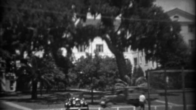1934: Wealthy southern gulf coast tropical palm tree paradise excess showcased. video