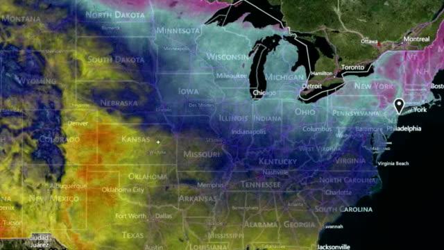 vídeos de stock e filmes b-roll de mapa metereológico - weatherman