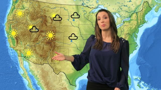 vídeos de stock e filmes b-roll de apresentador de tempo - weatherman