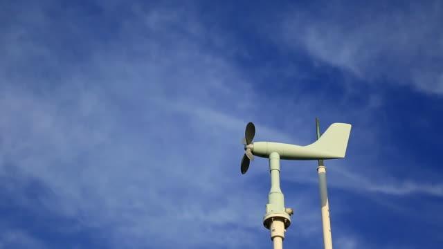 weather station - barometer bildbanksvideor och videomaterial från bakom kulisserna