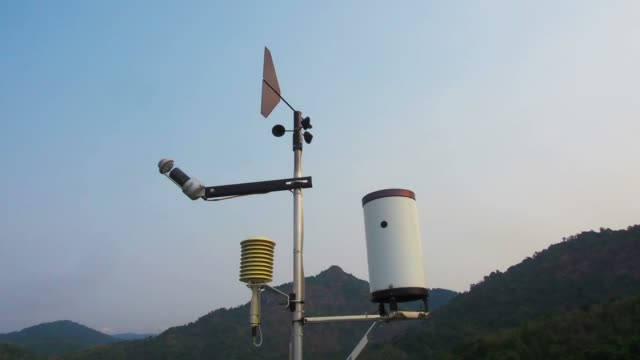Weather vane wind gauge for direct and strength.