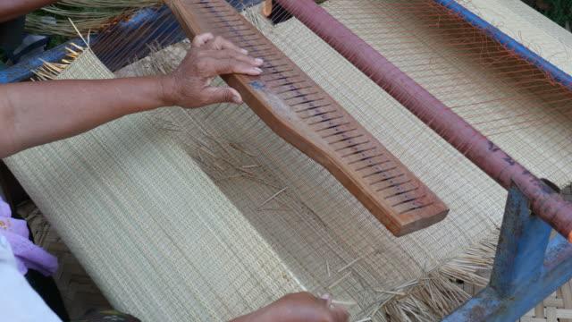 Weaving a mat, Thailand video