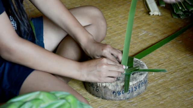 Weaving a wicker basket by handmade video