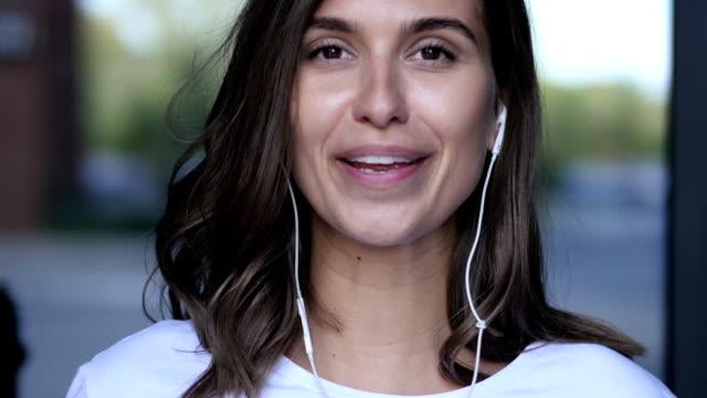 vídeos de stock, filmes e b-roll de web cam view - gênero humano