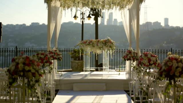 decoraciones de pasillo de la boda con flores - vídeo