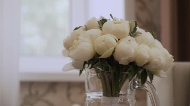 Ramo de Novia de flores hermosas. Flores de boda - vídeo