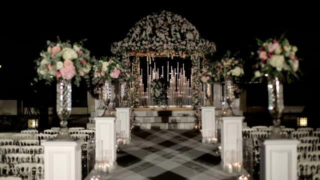 Decoración de pasillo y el arco de ceremonia de boda - vídeo