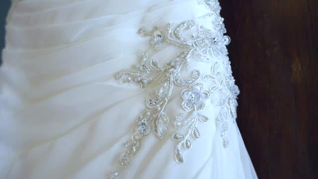 vídeos de stock, filmes e b-roll de vestido de casamento, detalhe - enfeitado