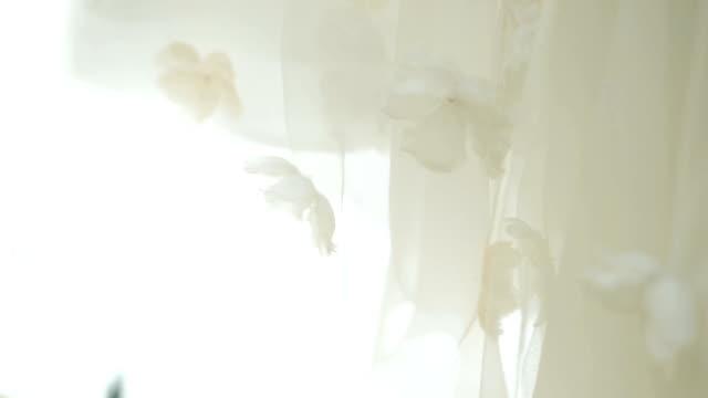 Vestido de novia con detalle. - vídeo