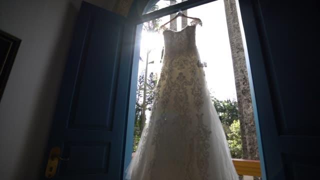 vídeos de stock, filmes e b-roll de vestido de casamento - moda de casamento