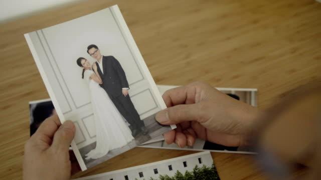 bröllop, engagemang, gift med fotoalbum - fotoram bildbanksvideor och videomaterial från bakom kulisserna