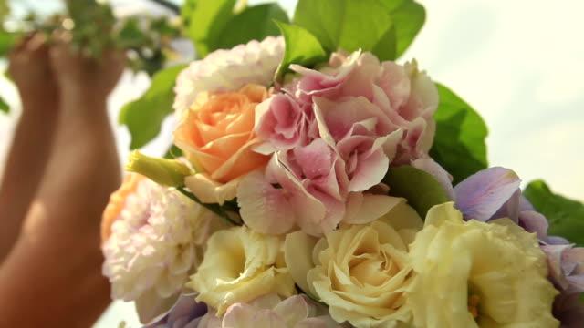 fiori nuziali preparativi 1 - trillium video stock e b–roll