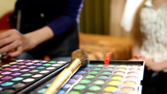 vidéos et rushes de maquillage de mariage - crayon à lèvres