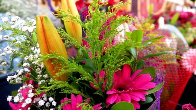 vidéos et rushes de mariage ou jours spéciaux bouget composition de fleurs - composition florale