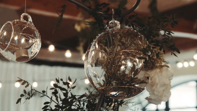 Adornos de cristal de la recepción de la boda. - vídeo