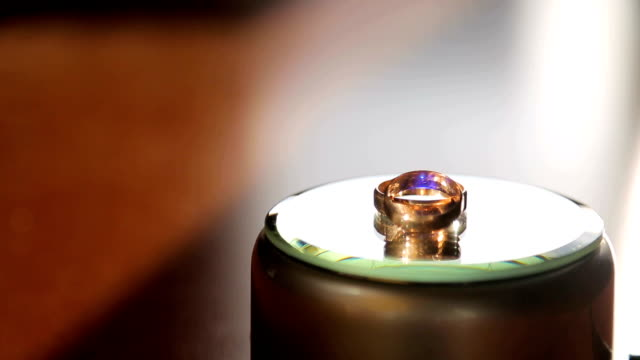wedding rings rotate around their axis and are highlighted in different colors video