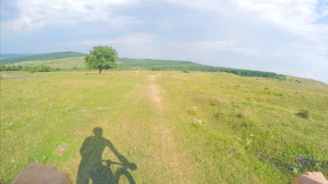 pov weekend activities. - percorso per bicicletta video stock e b–roll