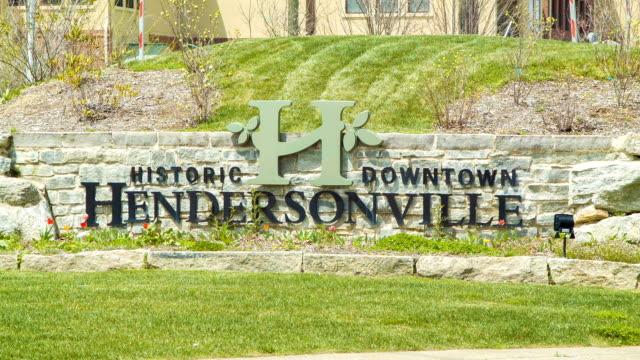 Herzlich willkommen in der historischen Innenstadt von Hendersonville, NC – Video