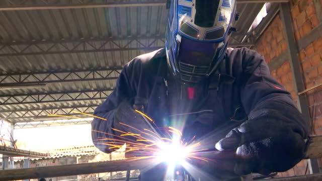 Welder labor arc welding video