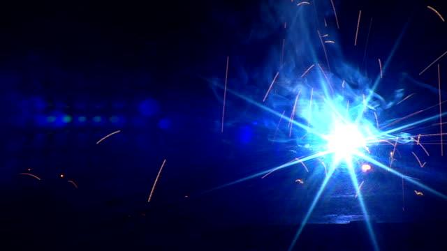 vídeos y material grabado en eventos de stock de soldadura y soldador - sparks