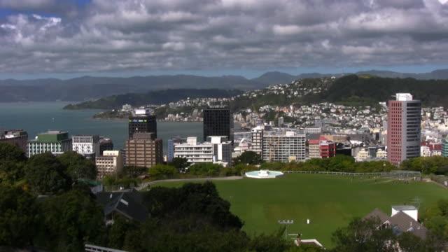 vídeos de stock e filmes b-roll de wellington, nova zelândia de capitais, uma típica dia de vento - wellington