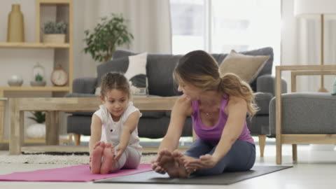 vidéos et rushes de nous faisons une routine qui est amusante et simple - relaxation