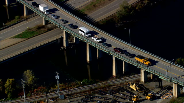 west end of sarah mildred long bridge - aerial view - new hampshire,  rockingham county,  united states - lungo video stock e b–roll