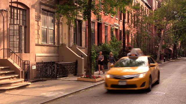 west village street in new york city - sandstein stock-videos und b-roll-filmmaterial