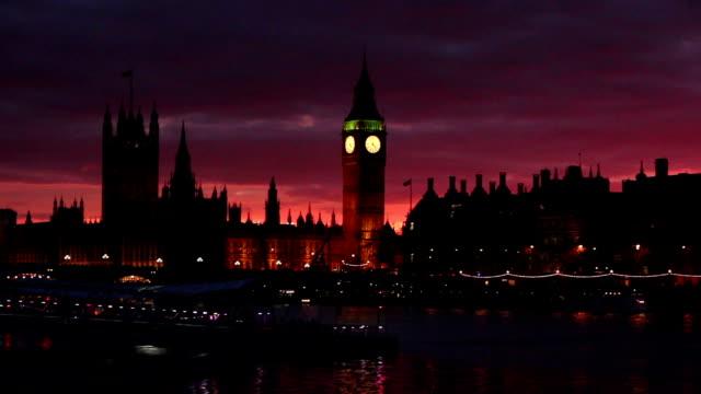 ウェストミンスター&ビッグベン、テムズ川、ロンドンの夕暮れ - 十二月点の映像素材/bロール