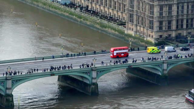 westminster bridge, london - walking home sunset street bildbanksvideor och videomaterial från bakom kulisserna