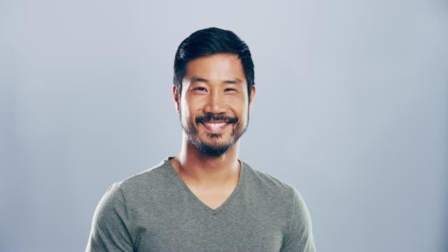 あなたの笑顔がなければ世界はどうなるだろう - スタジオ 日本人点の映像素材/bロール