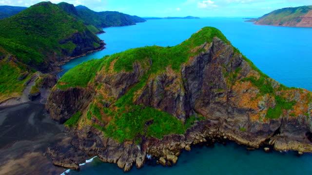 vídeos y material grabado en eventos de stock de imágenes aéreas de whatipu playa - nueva zelanda