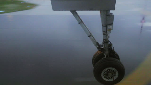 wheel touching the runway from the plane video