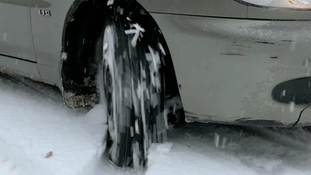 vídeos y material grabado en eventos de stock de rueda al conducir - nieve amontonada