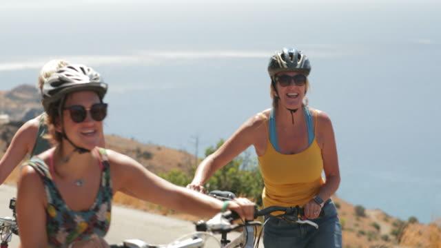wheeling bicycles uphill - amicizia tra donne video stock e b–roll