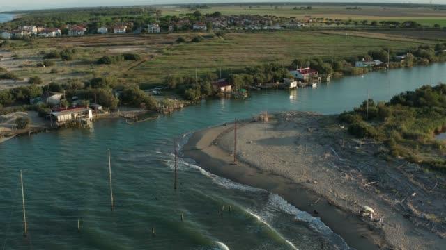 nehrin denize döküldüğü yer - ravenna stok videoları ve detay görüntü çekimi