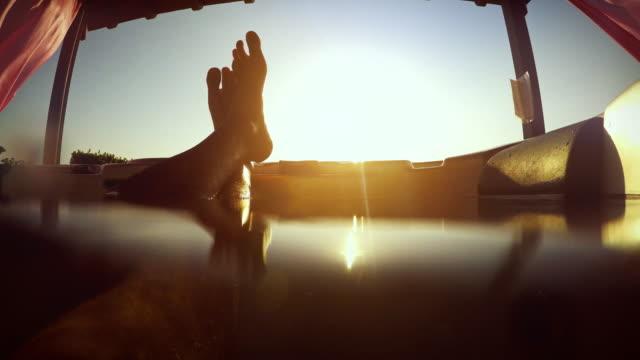 월풀 자쿠지가 편안한 점수보기 - 스파 온천 스톡 비디오 및 b-롤 화면