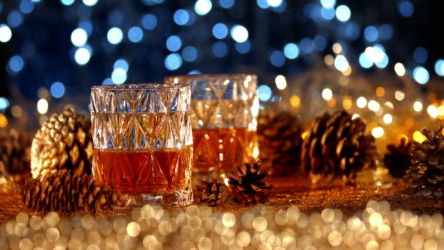 vídeos de stock e filmes b-roll de whiskey in christmas decorations - rum bebida branca