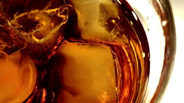 macro di whiskey - whisky video stock e b–roll