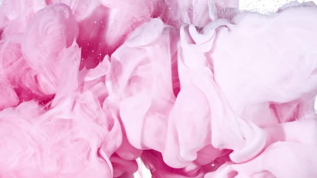 white and pink ink in water - różowy filmów i materiałów b-roll