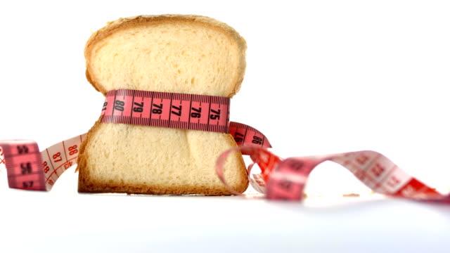 hd :白のパン巻いたテープで測定 - 食パン点の映像素材/bロール