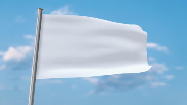 bandiera bianca che sventola. luma matte fornito in modo da poter mettere il proprio sfondo. - bandiera video stock e b–roll