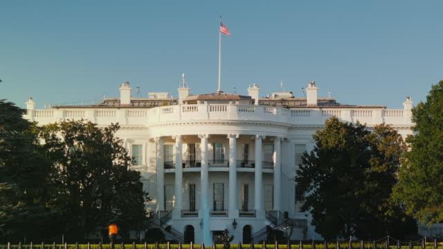 weiße haus gebäude in washington, dc, usa - politische wahl stock-videos und b-roll-filmmaterial